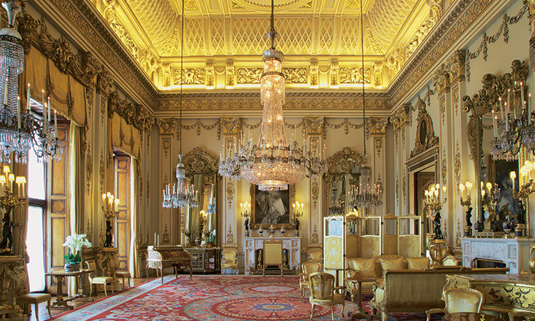 Take an exclusive step inside Buckingham Palaces summer  : gallery53 from ca.hellomagazine.com size 750 x 450 jpeg 185kB