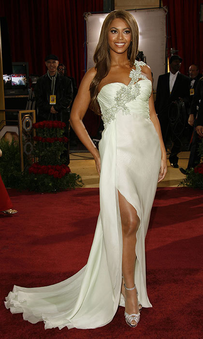 Way back playback! Bey looked spectacular in Armani Prive at the Oscars in 2007.