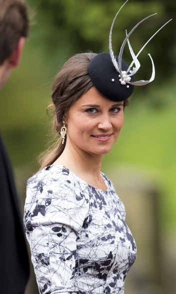 SHE HAS FUN WITH FASHION: