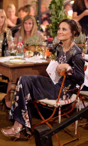 SHE MAXIMIZES HER MAXI:
