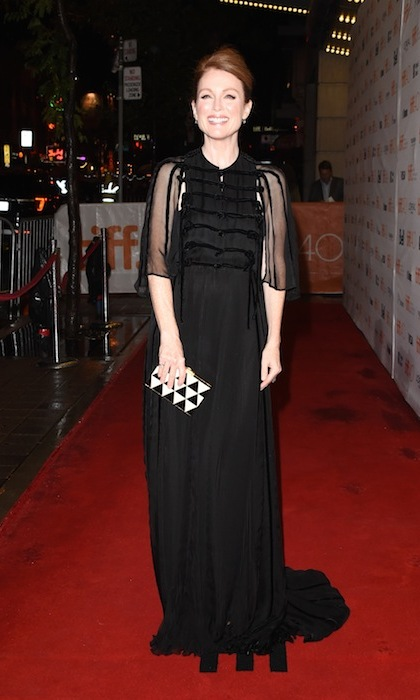 """Maggie's Plan' starlet Julianne Moore wowed the crowds outside the Princess of Wales Theatre in a stunning Valentino gown. 