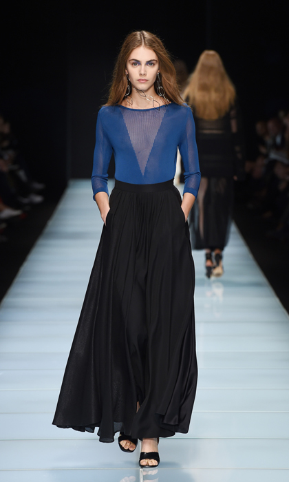Sexy yet still within Kate's comfort zone, this Anteprima ensemble pairs a conservative, ankle-length black skirt with an appropriately royal-hued sweater featuring sheer detailing on the neckline.