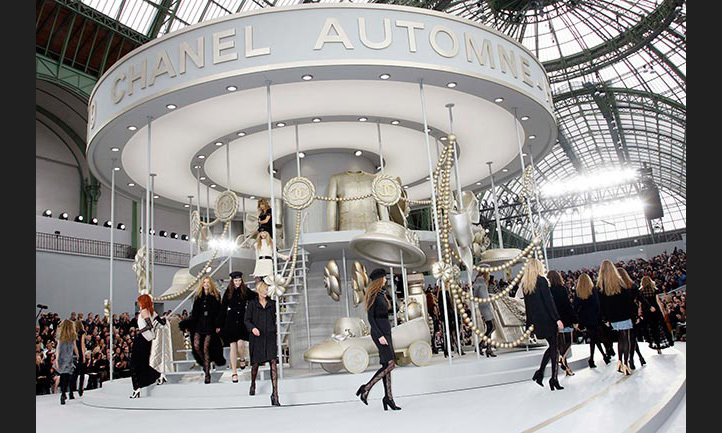 In what has since become one of Chanel's iconic catwalks, models appeared on a giant carousel for the FW08 presentation.