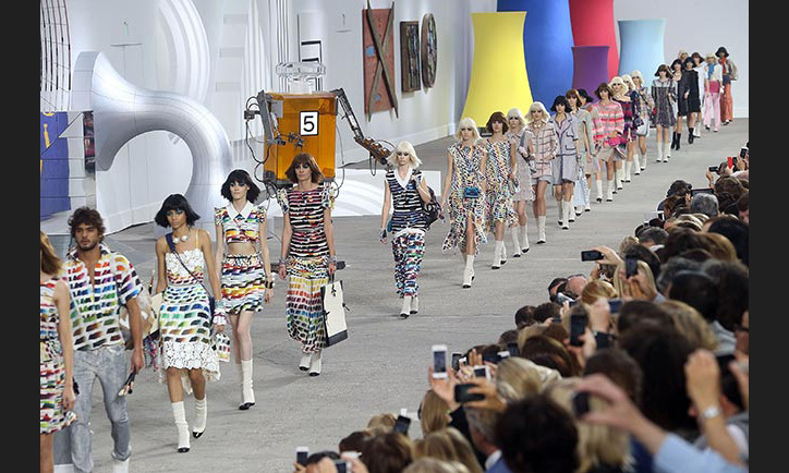 The SS14 finale saw models joined by a Chanel No.5 robot as they stormed the runway.