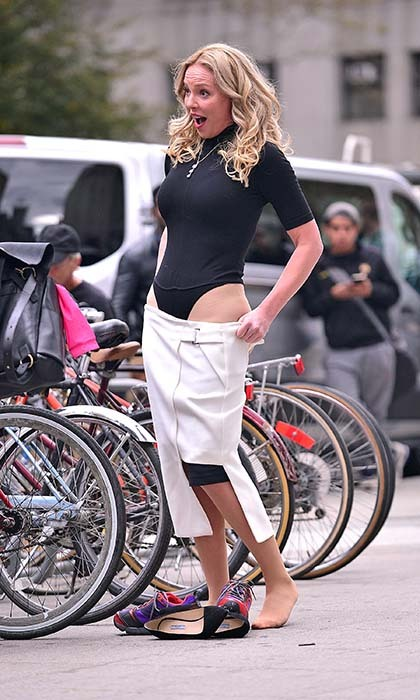 Katherine Heigl masters the art of the quick change while filming the TV movie 'Doubt' in New York. Photo: © Getty Images