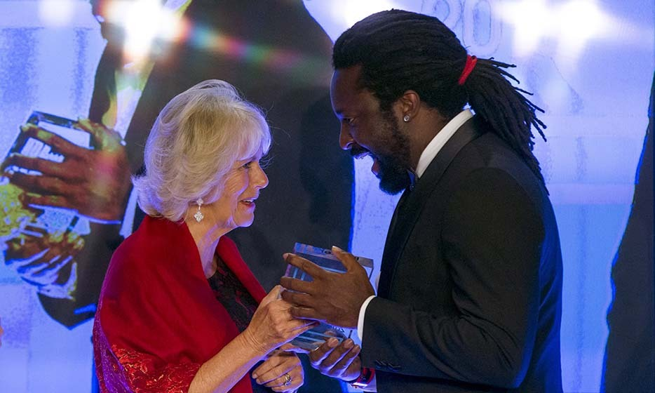 Camilla, Duchess of Cornwall, is clearly a fan of author Marlon James, to whom she presented the Man Booker Prize for his 'A Brief History of Seven Killings' on Oct. 13 at The Guildhall in London.