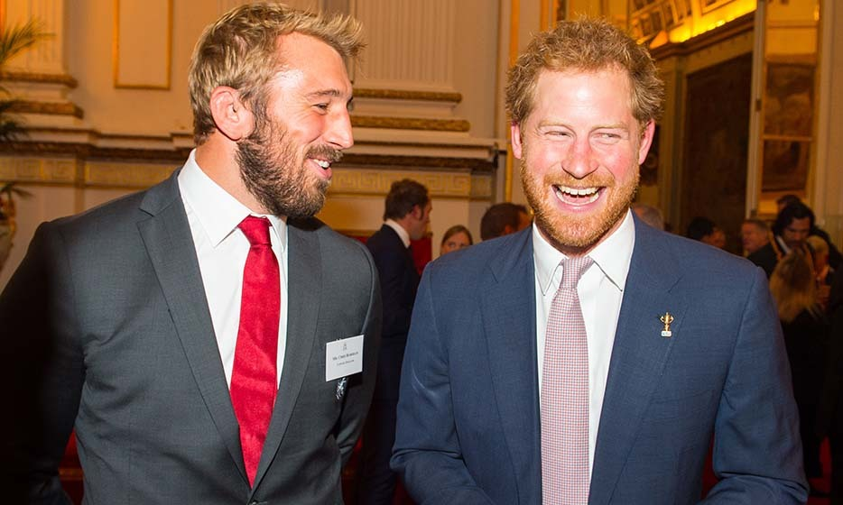 We're dying to know what English rugby captain Chris Robshaw whispered into Prince Harry's ear to elicit such a hearty laugh! The bearded pals attended a Buckingham Palace reception on Oct. 12.