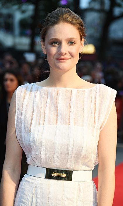 Romola Garai's chic updo and simple yet striking make-up had her turning heads on the Suffragette red carpet.