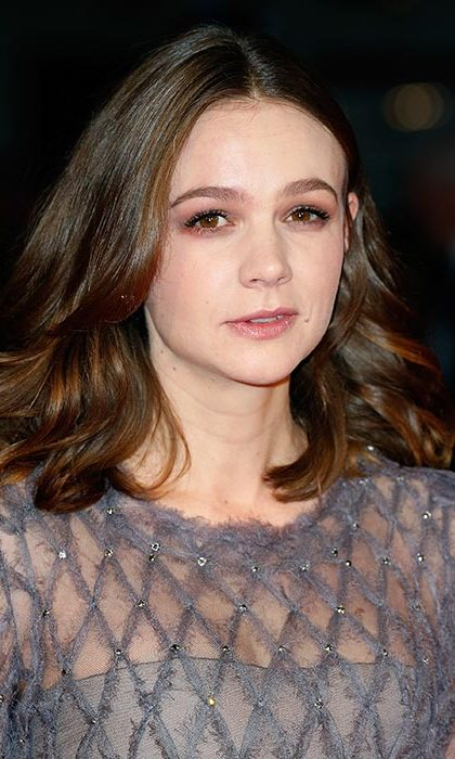 New mom Carey Mulligan was radiant for the Suffragette screening with her brunette locks worn down in loose waves paired with pink eye make-up.