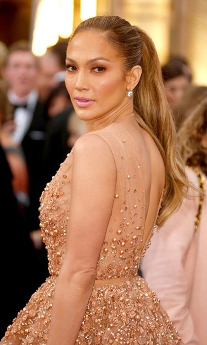 Not one hair was out of place in Jennifer Lopez's glamorous, long tousled hairstyle as she arrived at the 2015 Oscars.