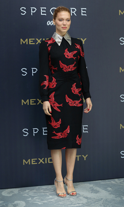 Léa looked oh so elegant in a swallow-printed long-sleeved dress from Miu Miu's resort 2016 collection at a photocall for 'Spectre' in Mexico City.