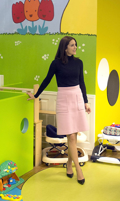 Looking as elegant as ever, Princess Mary of Denmark visited a women's shelter in Leiden. 