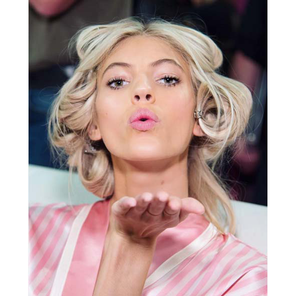 @devwindsor: Big kiss for tonight my loves...I'm sure I'll be posting more tomorrow!! 