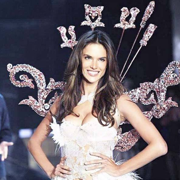 @alessandraambrosio: My 14th #vsfashionshow !!! And I love it , and love it ❤️✨ #vsangel #2015 #portraitofanangel