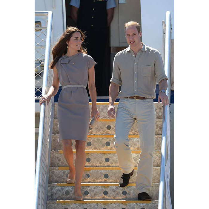 The duchess was jet-set chic in a dove-grey Roksanda Ilincic dress when she arrived at Ayres Rock Airport in Australia.