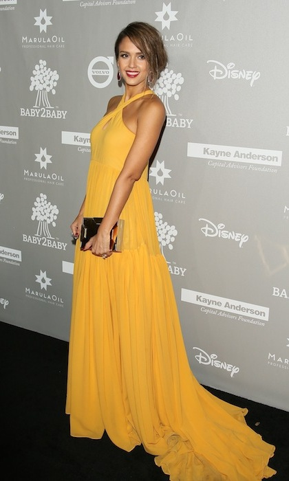 Mom of two Jessica Alba was a ray of sunshine at the Baby2Baby gala in Los Angeles. 