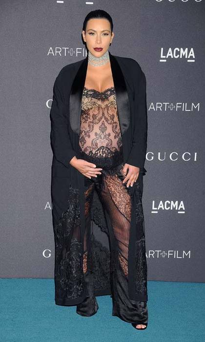 Rocking a daring maternity look at a gala