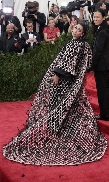 <p>Move over President Snow, Lady Gaga is ready to rule the Capitol with her stunning Balenciaga gown and headpiece.</p>