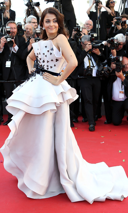 <p>Aishwarya Rai Bachchan looks radiant in a flowing Ralph & Russo dress that is much more 'dining with President Snow' than 'heading into the arena.' </p>