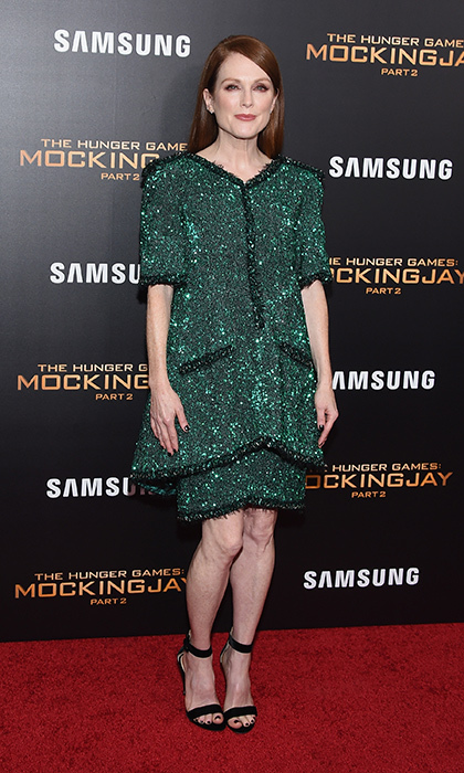 <p>Julianne Moore is an emerald vision in this sparkling, tiered Chanel Fall 2015 Couture two-piece outfit at the New York premi&egrave;re of <EM>The Hunger Games: Mockingjay -  Part 2'.</em> 