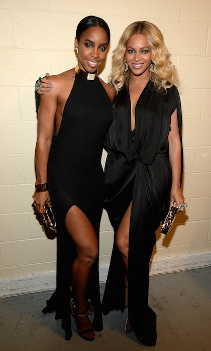 <p>Destiny's Child stunners Kelly Rowland and Beyoncé  co-ordinated in head-to-toe black at a boxing match in Las Vegas.</p>