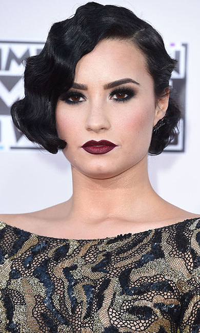 <p><b>Demi Lovato</b> channelled the 1920s with retro finger waves, dark ruby lipstick and vampy black smokey eye make-up.</p>