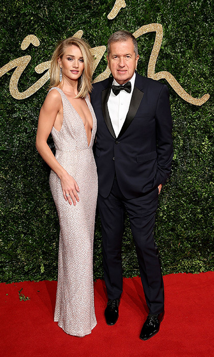 <p>Rosie Huntington-Whiteley in Burberry with Mario Testino</p>