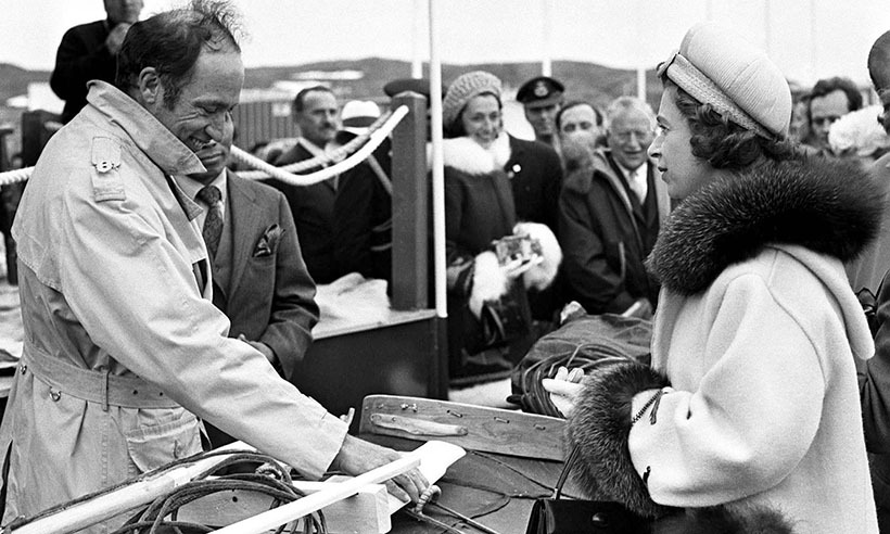 <p>During a trip to the Northwest Territories in 1970, Pierre Trudeau and Queen Elizabeth examined some Eskimo harpoons.</p>