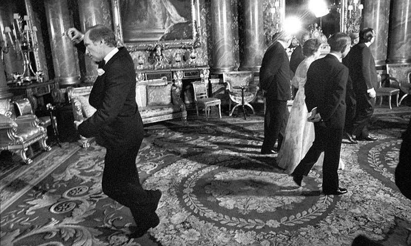 <p>While visiting Buckingham Palace in 1977, Pierre Trudeau garnered attention when he was pictured pirouetting behind the Queen.</p>