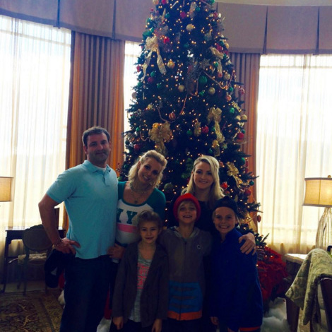 "All the family together. Britney Spears enjoyed the day with her sons, sister, brother-in-law and neice. ""Happy gobble gobble!""