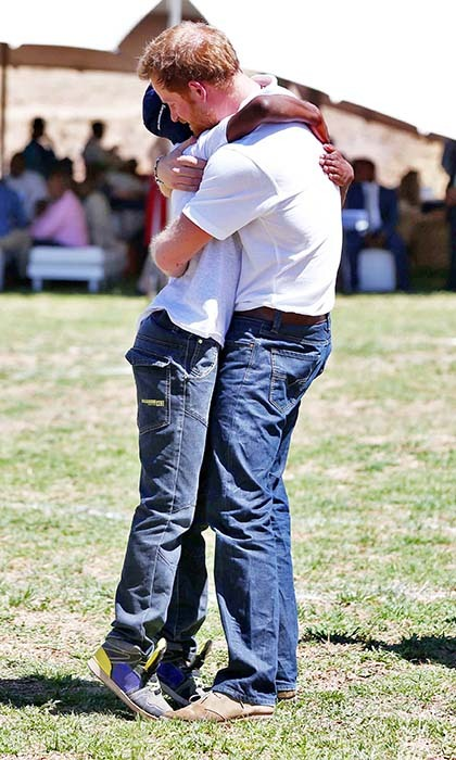 <p>Old friends Harry and Mutsu share a happy reunion.</p> 