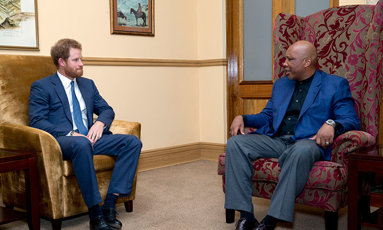 <p>Prince Harry chats with King Letsie III. </p>
