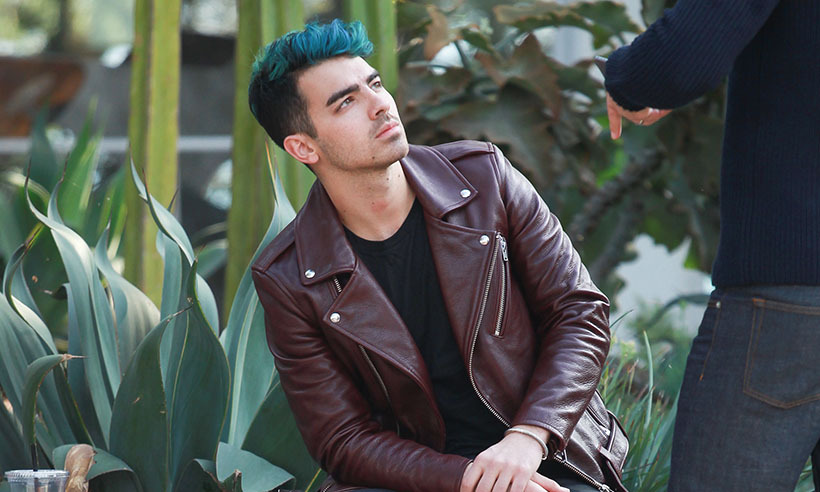 <p>Feeling blue? After splitting from top model Gigi Hadid earlier this month, pop singer Joe Jonas shows off his freshly died locks in Los Angeles.</p>