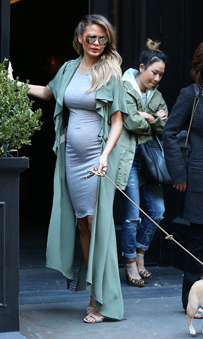 <p>Channelling her friend Kim Kardashian's go-to maternity style, the <em>FABlife</em> co-host lets her bump shine in a comfortable bodycon dress while walking her pet pooch in New York.</p>