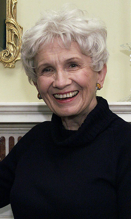 6. She loves to read, and told <em>The Guardian</em> that Canadian writer Alice Munro is a current favourite. 