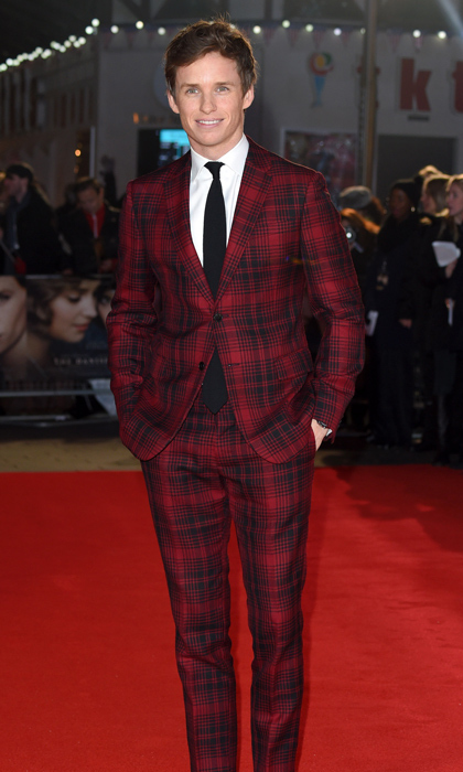 A vision in plaid, Golden Globe-nominated actor Eddie Redmayne rocks a Valentino suit at the London premi&egrave;re of <em>The Danish Girl</em>. 