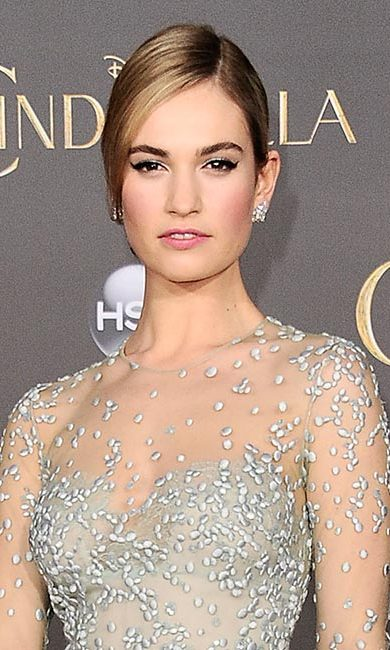 <strong>Lily James</strong><br>
