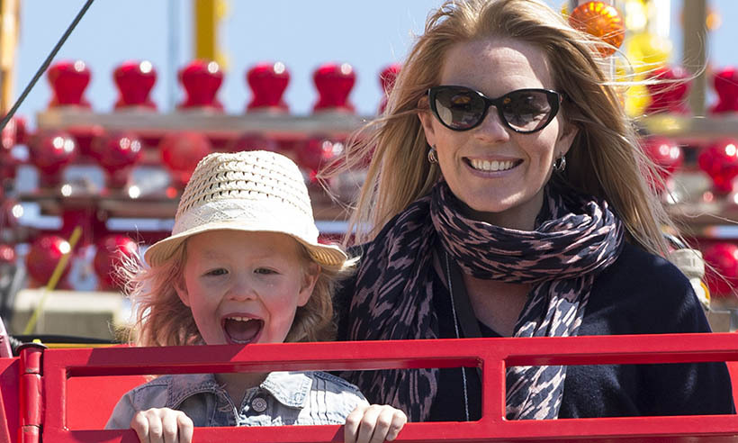 <p>Montreal native Autumn Phillips and her eldest daughter, Savannah, had a blast riding the Ferris wheel at the Royal Windsor Horse Show in May.</p>