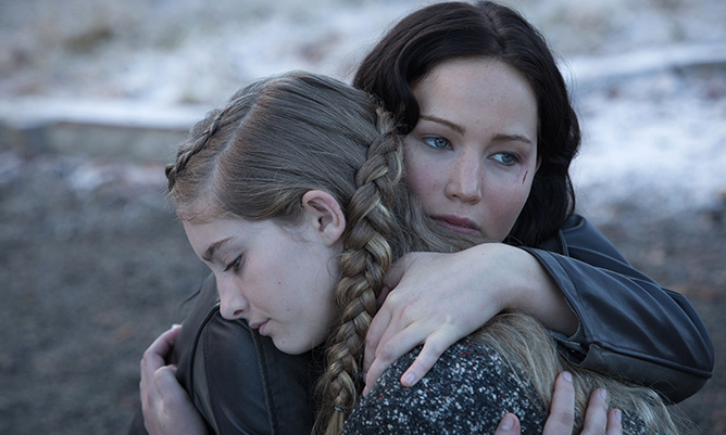 <b>THE HUNGER GAMES (2012)</b>