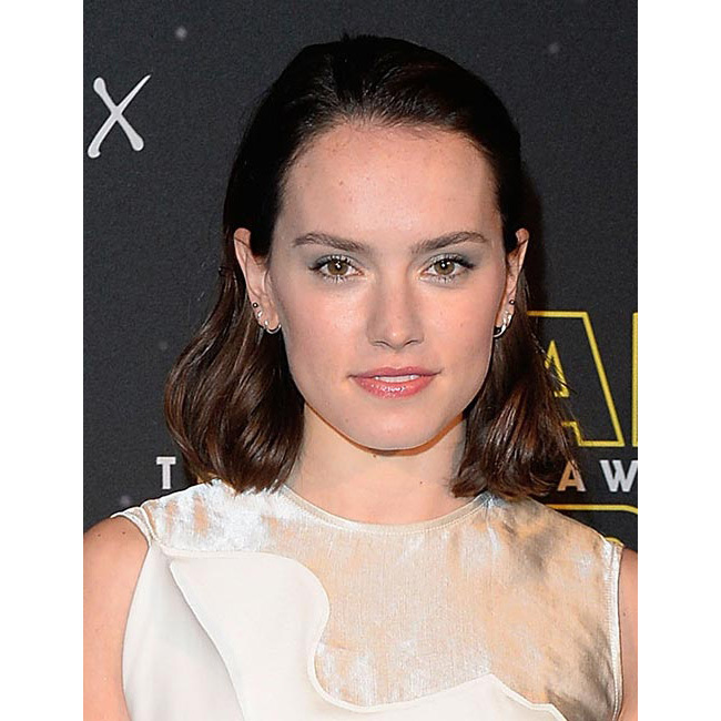 Showing off her beauty credentials at the <em>Star Wars</em>: Fashion Finds the Force event, Daisy rocked silver eyeshadow and wet look hairstyle – a look we'll definitely be recreating for the party season.<br>