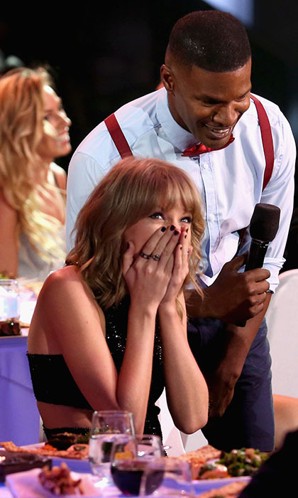 Jamie Foxx sent Taylor Swift into a fit of giggles at the 2015 iHeartRadio Music Awards in Las Vegas. 