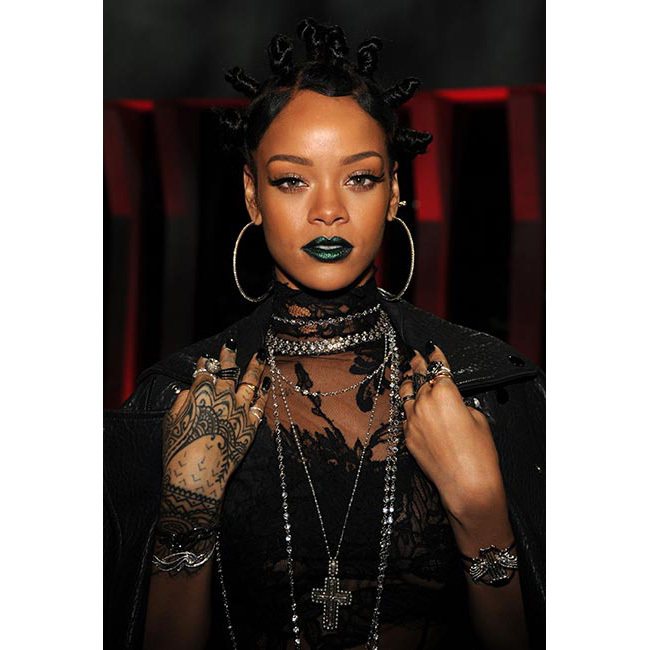 Emerald green was <strong>Rihanna</strong>'s chosen shade for the iHeartMusic Radio awards. Channelling her gothic side, the bright shade added a pop of colour to her striking all-black ensemble.<br>