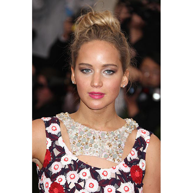 <strong>Jennifer Lawrence </strong>showed off her girly side with an   elegant bright pink shade for the Met Gala, to complement her striking   Dior gown – if you want to try a bold lipstick, pink is a great start as   it's eye-catching but also understated enough for a glamorous finish.<br>