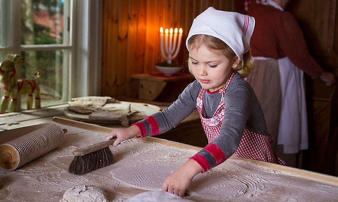 The Swedish royal family released the most adorable photos and video of Crown Princess Victoria, Prince Daniel and Princess Estelle baking traditional Swedish flatbreads for Christmas.