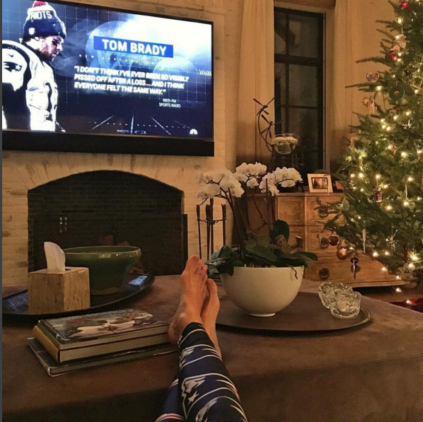 Gisele Bündchen added a little football to her Christmas decorations. 