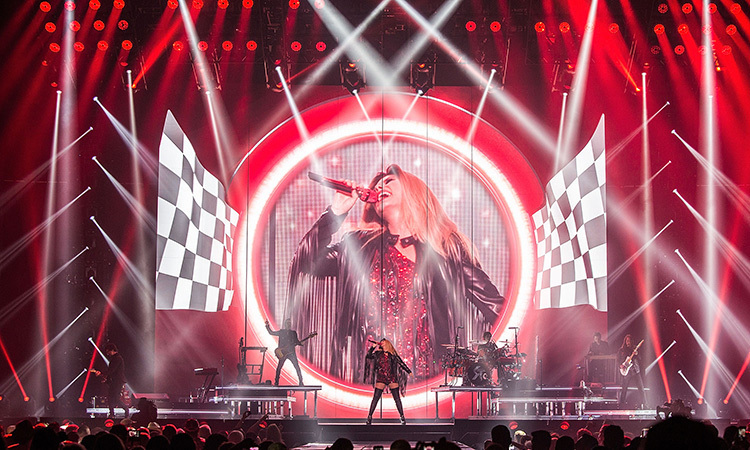 <b>R... Rock This Country Tour</b>