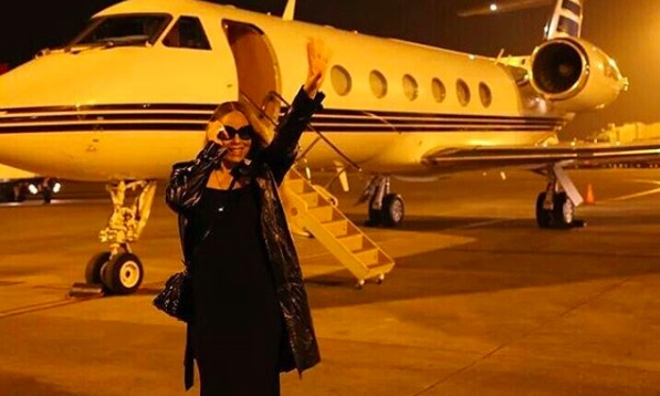 Mariah Carey jetted off to Australia to perform at her boyfriend James Packer's casino. 