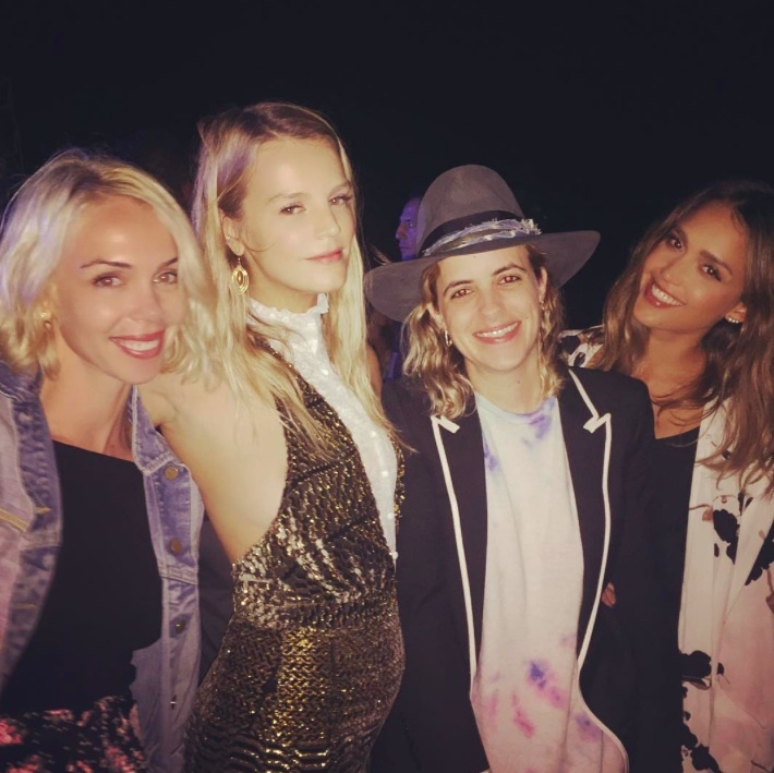 """Ringing in 2016 w our fave DJ @samantharonson #nye2016"" - Jessica Alba