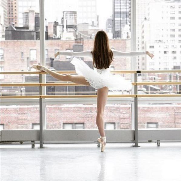 <strong>Ballet Beautiful @balletbeautiful, 474k followers</strong>