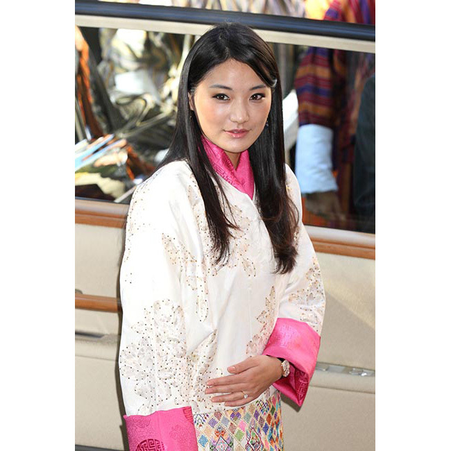 During an official visit to Tokyo with her husband, the Bhutanese queen showed off her beauty credentials as she stepped out with a flawless complexion, opting for almost no makeup save for a touch of black eyeliner.